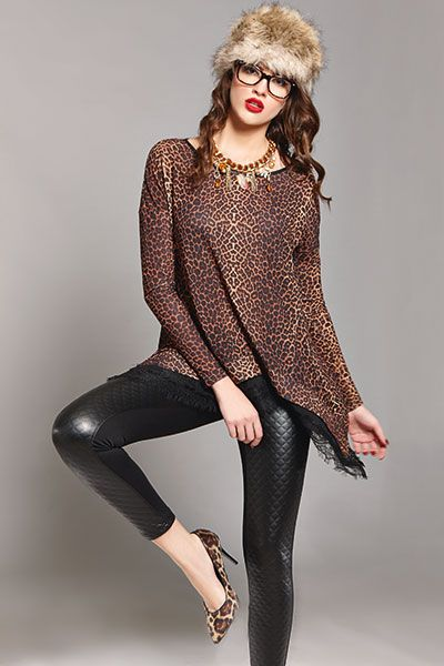 Look show-stoppingly gorgeous at your casual outfits with this eye-catching long leopard printed blouse!