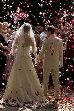 pour une sortie des maris explosive optez pour ces canons confettis en forme de coeur - Canon A Confetti Mariage