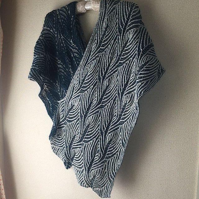 Ravelry: Flying Fish Scarf pattern by Nancy Marchant - 2 color brioche knitting, pattern kostet..