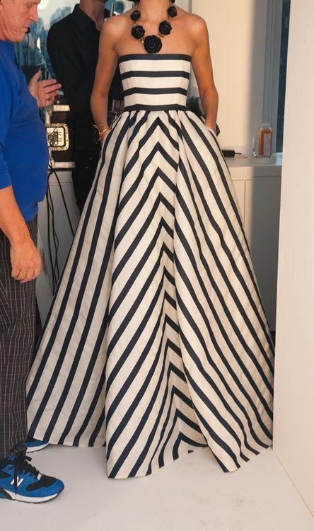 oscar de la renta spring 2013: Wedding Dressses, Style, Black And White, Income, Black White, Of The, Oscars, The Dresses, Chevron Stripes
