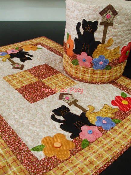 Conjunto composto por capa bombona / galão 20 litros + toalha de mesa.  Medida toalha: 65 cm x 90cm    Os itens podem ser adquiridos separadamente    Capa Galão 20 litros= R$ 73,00  Toalha = R$ 146,00 R$ 219,00