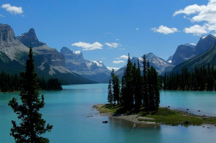 Maligne Lake, 2nd largest glacier-fed lake in the world, in The Whistlers Mountain.