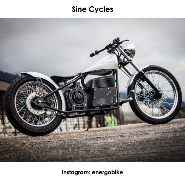 Sine Cycles Швейцарская компания Sine Cycles разработала стильный электрический чоппер. Запас хода байка, получившего трехфазный высокоэффективный электродвигатель мощностью 27 л.с. равен 55 километрам, максимальная скорость, которую он может развить, составляет 120 км/ч.  #instabike #biker #motorbike #bikelife #bike #moto #motogp #motorbike #sportbike #motolife #superbike #bikestagram #electricmotorcycle #electricbike #cycle #instamoto #instabike #monsterenergy #motocycle #supermoto…