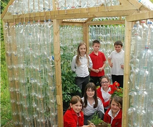 British kids build greenhouse out of plastic bottles
