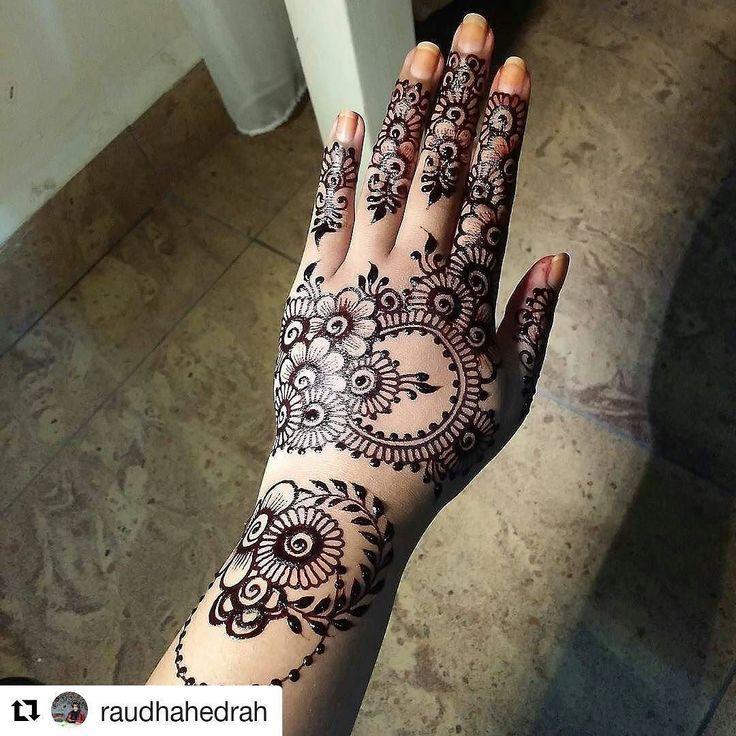 #hennafamily@hennafamily #Repost @raudhahedrah  Asyik inaikan org je. Kita pun nak  Wish me luck for henna competition tomorrow  Goodnight !  #mehendi #inaimerah #inaihomemade #inaipengantin #inaimelaka #inaimurah #inaibudget #hennadesign #art #sayajual #sayajualinai #servisinai #servisinaipengantin #melaka #raikancinta #mahligaicinta #hennaholic #inaiuptownmelaka #inaipahlawanwalk #themalaywedding #malaywedding #thehennaholic #malayweddingguide #2016 #inaiuptownmelaka #blackhenna #inaihitam…