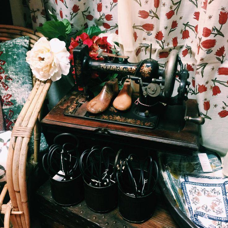 Vintage sewing machine sitting beautifully next to our original cane chair. #homewares #vintagesewingmachine #vintage #vintagehomewares #interiors #interiordesign #interiorstyle #rustavalon