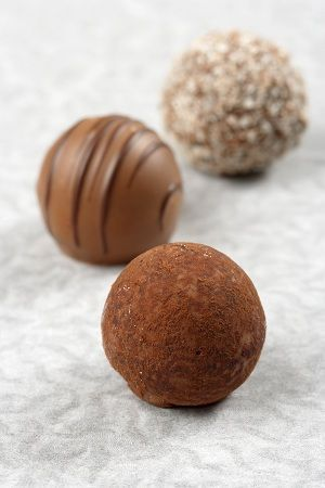 Brigadeiro gourmet de capim santo | BOLO PASSARINHO | Pinterest | Ems, Chocolate Truffles and Chocolate