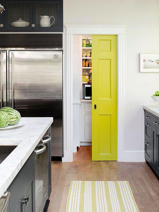 Querés darle vida a un ambiente de tu casa? Pintá una puerta!