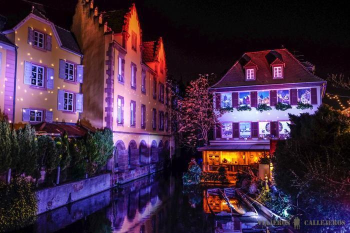 Ambiance Petite Venise (Photo : Viajeros Callejeros) #Colmar #Alsace #France #Noël #Christmas #Weihnachten #lights #lumière #Licht #travel #voyage #Reise #magie #magic #Zauber (www.noel-colmar.com)