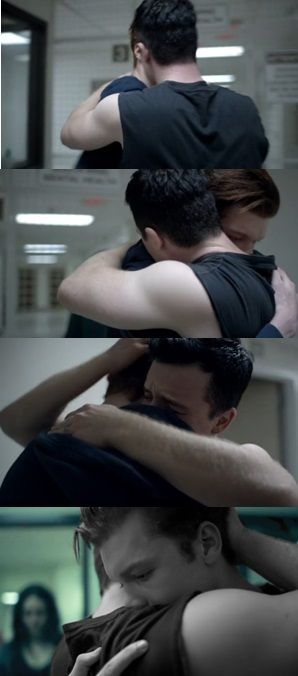 #Gallavich Shameless #5x06 I can't bear to see Mickey in pain. I really can't.