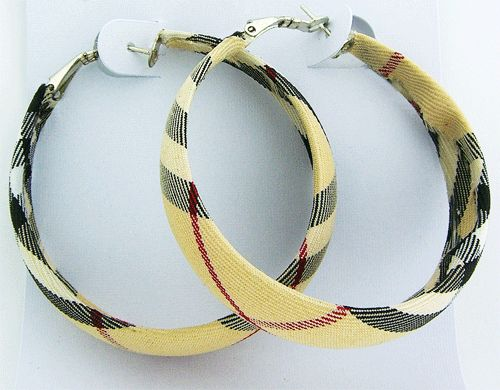 Beige Plaid fabric medium size hoop earrings. This is a very comfortable Burberry style beige earrings, which will always be fresh and stylish.