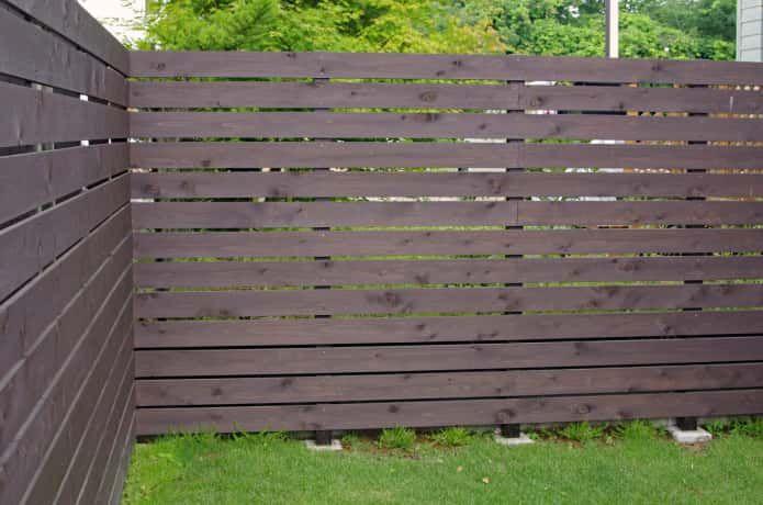 庭をおしゃれに囲う 目隠しフェンスのおすすめ22選 簡単diyも解説