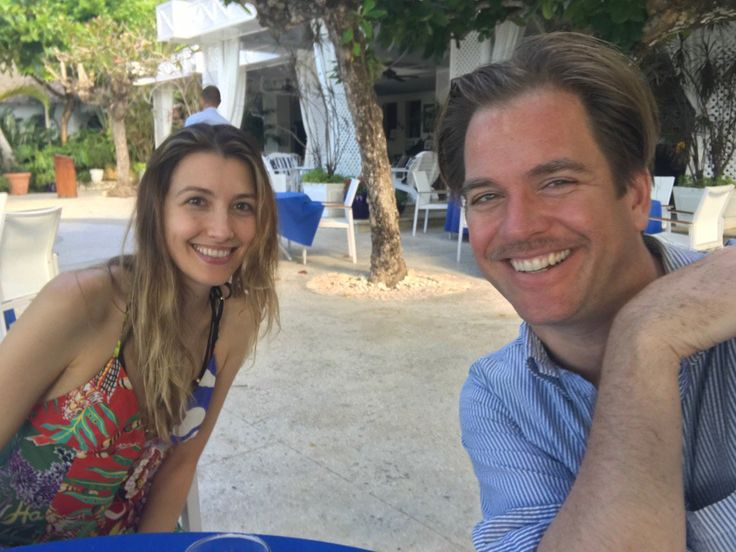 """""""Happy Holidays from Round Hill Resort."""" ~ Michael Weatherly"""