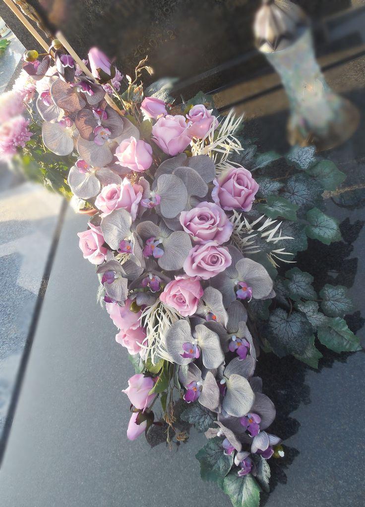 Pin od JStefik na cmentarz | Kwiatowy, Kompozycje kwiatowe ...