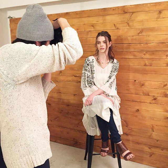 aic_press 2017/02/21 12:56:38  既に入荷している人気の 【ドビークレープ刺繍ロングポンチョ】 着用してます☝️✨ #aic #aiclove #エーアイシー #2017ss #shooting #sea #boho #bohemian #ethnic #yoga #model #embroidery #poncho #madeinindia #Vivien祭り