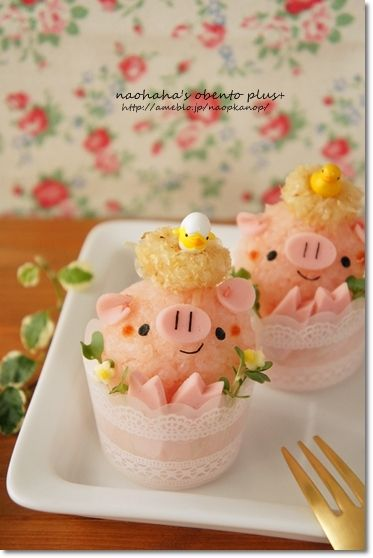 piggy ricaball in cup bento