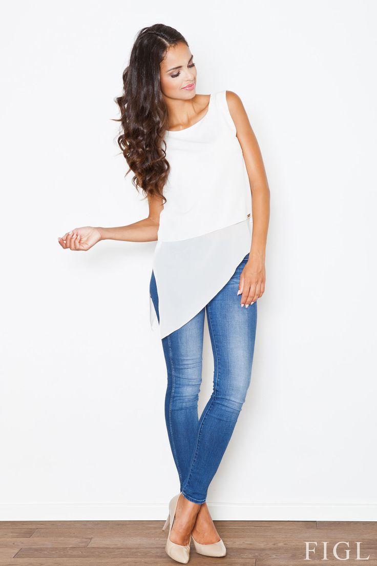 Bluzeczka idealna na lato! 👚 Również w innych wersjach kolorystycznych: czerń i pudrowy róż. Figl w Olive.pl #bluzka #lato #moda #biel #stylizacja #koszulka #figl #olive #zakupyonline #skleponline