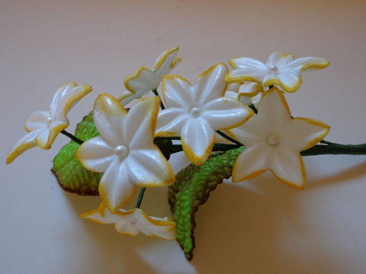 Lindo Mini Arranjo Floral.  Flores confeccionadas em E.V.A !!  Ideal para buquês de daminhas, complementação de arranjos maiores, ou delicados arranjos.    Confeccionamos em todas as cores.    OBS: Não acompanha vaso