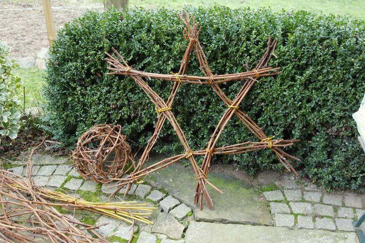 Mit Rebholz, etwas Rebdraht oder Weidenruten lassen sich im Handumdrehen hübsche Stern formen