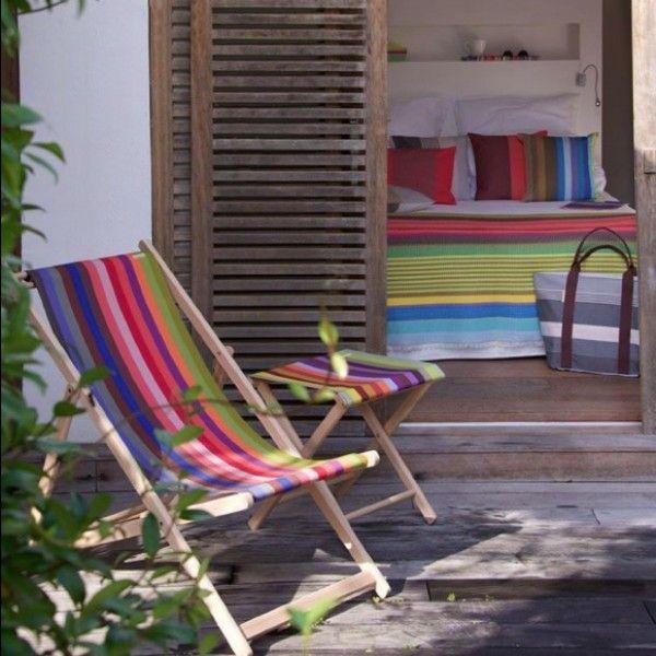 strandstoel en kruk kleurrijk gestreept van kleurmeester #krukjes #strandstoel #stool #fabric #stof