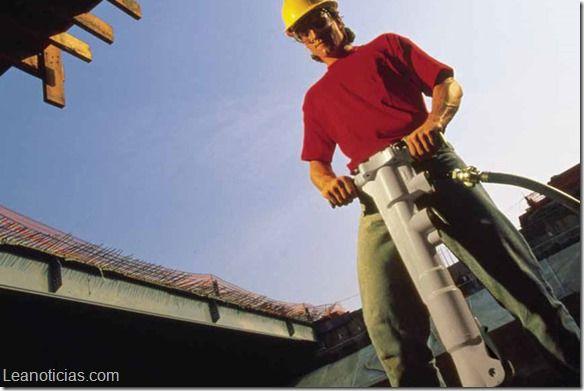 Justo así es que NO se debería usar un martillo de demolición (+ video) - http://www.leanoticias.com/2014/03/25/justo-asi-es-que-se-deberia-usar-un-martillo-de-demolicion-video/