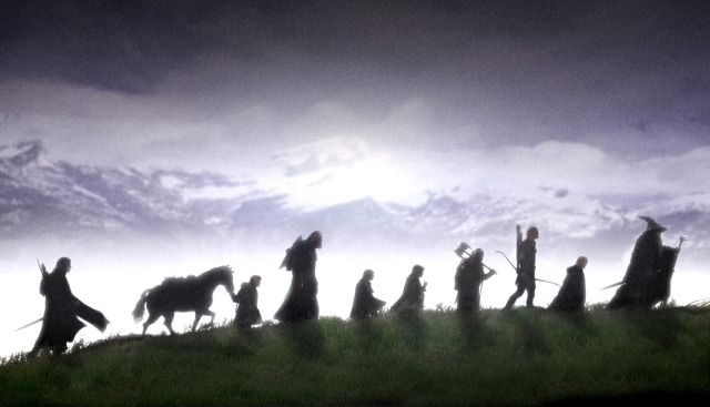 1 Tres Anillos para los Reyes Elfos bajo el cielo. Siete para los Señores Enanos en palacios de piedra. Nueve para los Hombres Mortales condenados a morir. Uno para el Señor Oscuro, sobre el trono …
