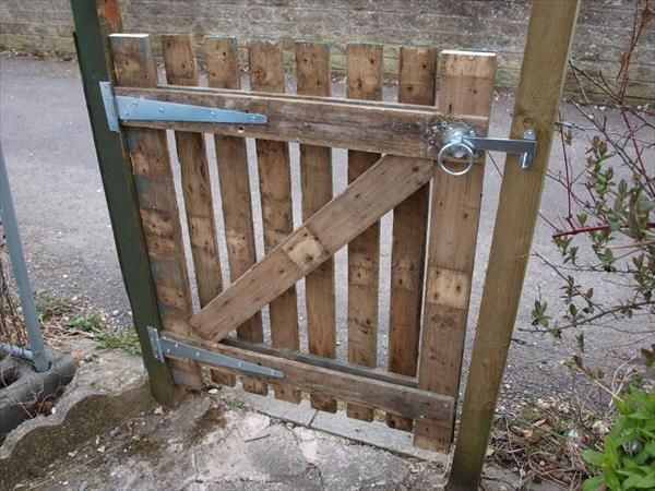 DIY Wooden Pallet Gate Design Ideas