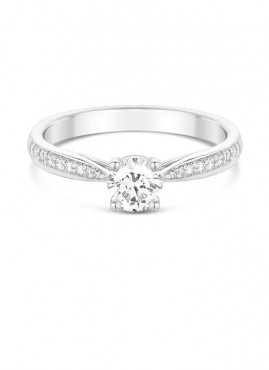 4 claw center setting with 2 claw set diamond shoulders engagement ring