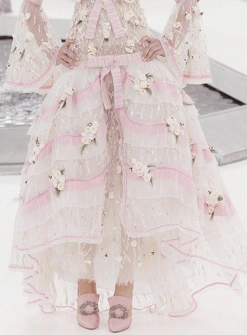 the secret music box:  c-a-n-d-y—k-i-s-s-e-s:    CANDY KISSES:  Chanel Haute Couture
