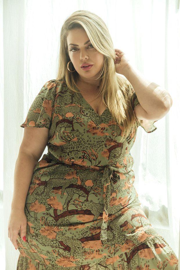 Si eres amante de la moda y de la diversidad, conoce a Fluvia Lacerda, la modelo que está cambiando las reglas del juego. Short Sleeve Dresses, Dresses With Sleeves, Converse, Glamour, Girls, Fashion, Templates, World History, Diversity