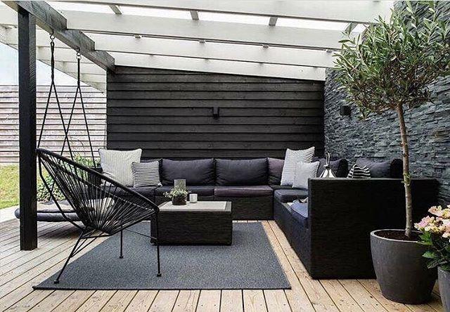 Outdoor living 🌱  _____________ Jeg lever i uterom fortiden og drømmer meg bort i lekker inspirasjon🙌🙌😍 Inspiration via; @lovehomedecorating  _____________ #interiorstyling #interior4all #interiorstyled #interiordesign #designinterior #livingroomdecor #ingerliselille_inspo #scandinavianhomes #scandinaviandesign #scandinavianstyle #immyandindy #interior4you1 #dream_interiors #nordiskehjem #interior123 #mynordicroom #whiteinterior #scandinavianhome #nordichome #nordicdesign #interior9508…