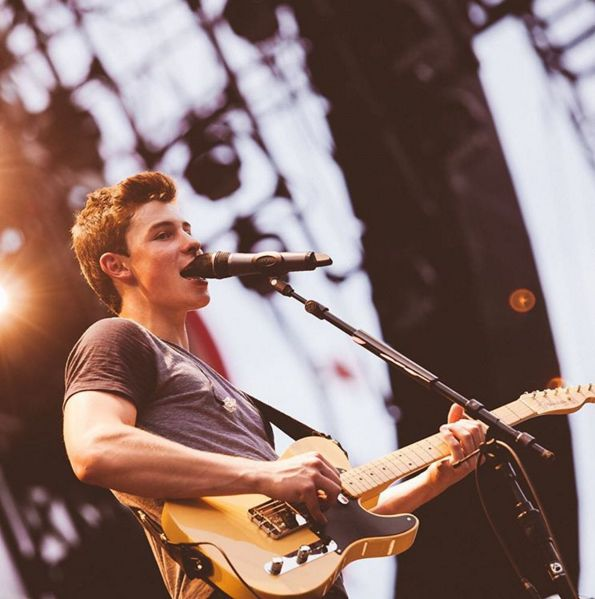 Illuminate Deluxe Shawn Mendes: Best 25+ Shawn Mendes Guitar Ideas On Pinterest