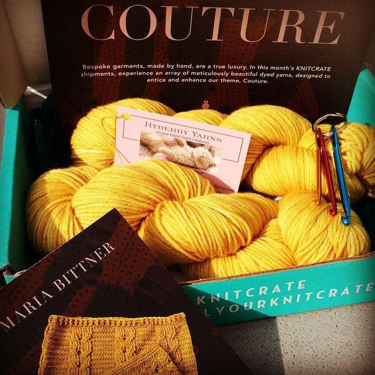 O N  G A D G E T S  #nooitmeermijnhaaknaaldkwijt @okke_lh #crochetcrate #unravelyourknitcrate #crochetaddict