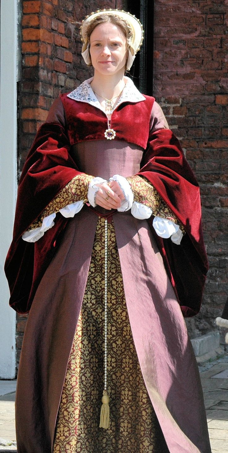 Purple and burgundy tudor gown with french hood and for French tudor