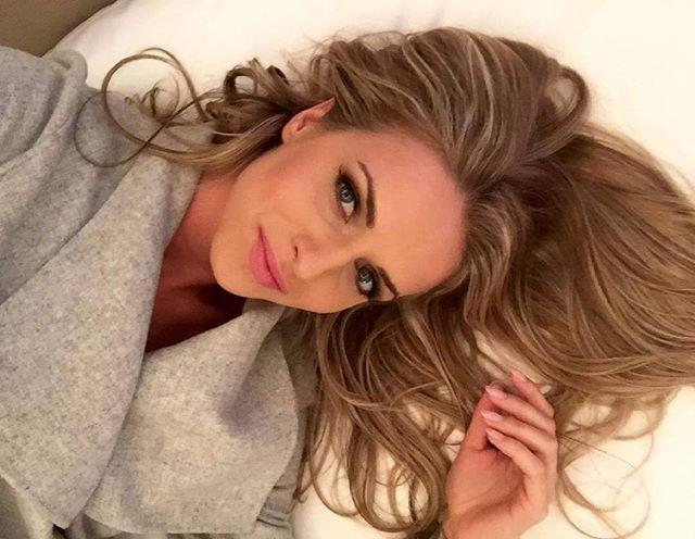 Dneska naučit texty a zítra smer Nemecko na zkousky s Rock Meets Classic a rovnou na tour. Jupi! Moc se tesim!! Gabriela . . . #czechgirl #americangirl #czech #usa #american #blond #blonde #blondie #blondegirl #blondgirl #blondiegirl #girl #singer #tso #gabrielagun #guncikova #stockholm #likeforlike #followforfollow #l4l #f4f #follow4follow  #like4like #eurovision #eurovision2016#germany#rockmeetsclassic