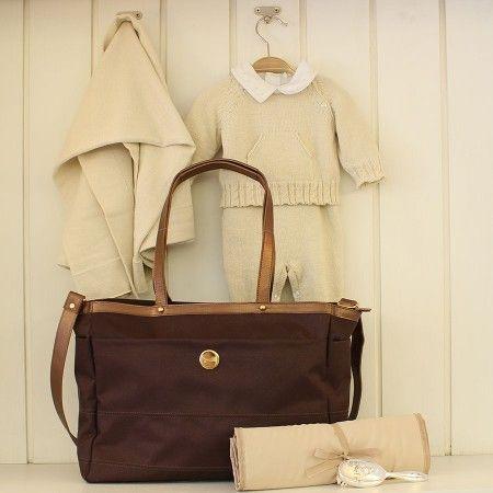 Bolsa Cloe Nylon Marrom - Confortável, prática, com 4 bolsos internos e toda versatilidade que as mamães modernas adoram!