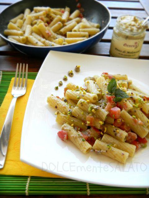 #Rigatoni con pesto di melanzane, #pomodori e pistacchi