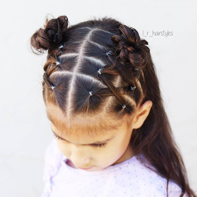 I love this style! I did crossed elastics into messy buns. I loved the little top buns @cutegirlshairstyles did in a recent video, so I added my own style to that. I did messy buns (because I love how the look on her) instead, & because her hair is recently washed, I needed to tame it with elastics. ☆♡☆♡☆ Happy Friday! . . . . . . . . . . . . #hairstyles #hairinspiration #lrhairstyles #hair #hairstylesforgirls #littlegirlhairstyles #hairstylesforlittlegirls #toddlerhairstyles #littlegirlhairi… #tendances #Coiffures