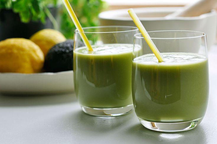 Avokado-smoothie med inspiration i Joe & the Juice's 'Fibre Active'. Smoothien er som savnet antyder proppet med fibre og dejligt mættende - drik den som morgenmad eller eftermiddagssnack.