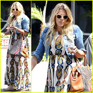 #Busy Philipps' Singing Is a Thrilling Adventure That You Must See! --- More News at : http://RepinCeleb.com  #celebnews #repinceleb #BusyPhilipps, #Music, #Newsroom