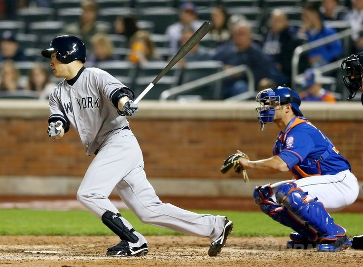 14MLB、ニューヨーク・メッツ(New York Mets)対ニューヨーク・ヤンキース(New York Yankees)。9回に安打を放つニューヨーク・ヤンキースの田中将大(Masahiro Tanaka、2014年5月14日撮影)。(c)AFP/Getty Images/Al Bello ▼15May2014AFP|田中がメジャー初完封で無傷の6勝目、初安打も http://www.afpbb.com/articles/-/3015004 #Masahiro_Tanaka #New_York_Yankees