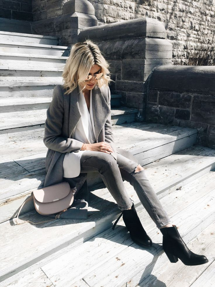 Emily Lucianois keeping it cool and casual in an... - Street Style