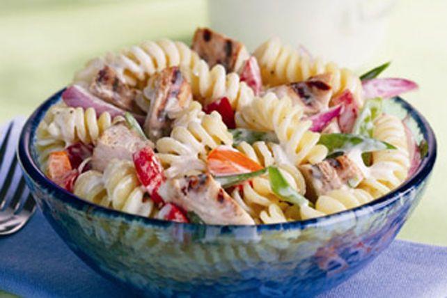 Salade de pâtes au poulet et au poivre à la mode ranch