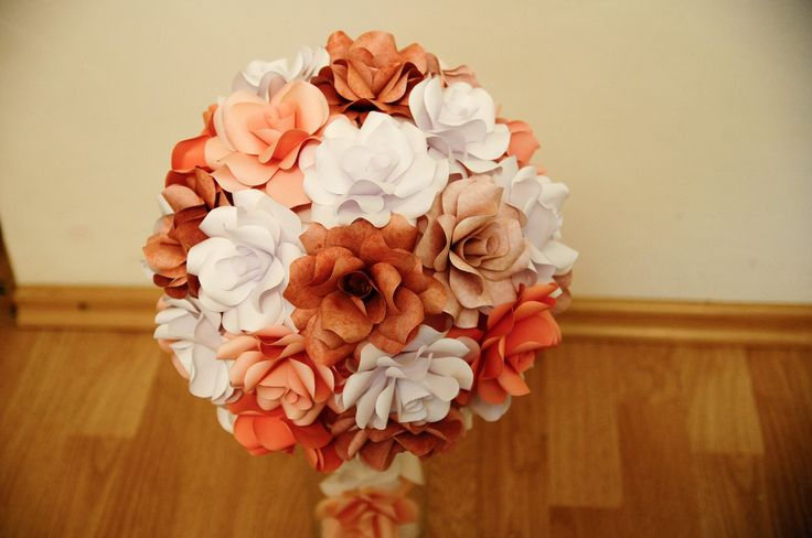 Wedding centerpiece with paper-made roses. Love Alina Papercrafted ♡