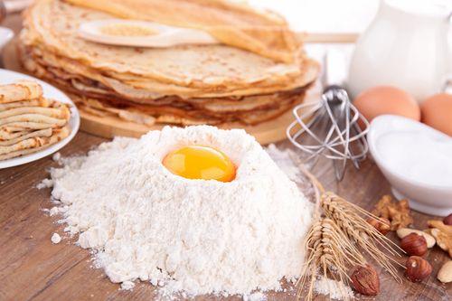 Préparation: 1. Dans un blender, mélangez tous les ingrédients jusqu'à obtention d'une pâte lisse et sans grumeaux. 2. Laissez reposez la pâte au réfrigérateur pendant au moins 1 heure. 3. Dans une…