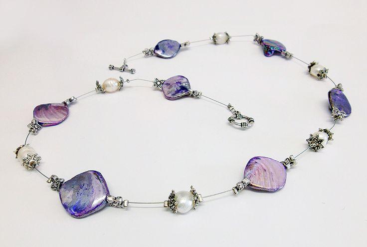 collana con madreperle viola, perle di fiume e perline in argentone 10€