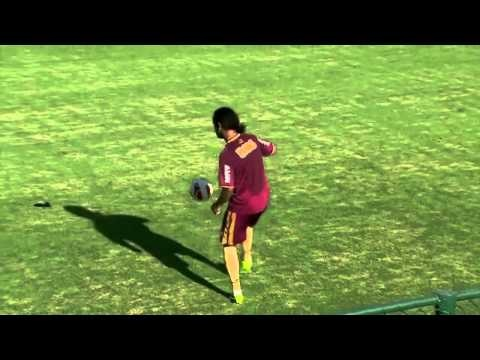 FOOTBALL -  Ronaldinho Tricks in Training - http://lefootball.fr/ronaldinho-tricks-in-training/