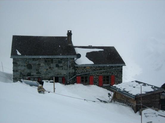 Cabane de Valsorey Haute-route Chamonix Zermatt : Itinéraires entre Bourg Saint-Pierre, cabane de Valsorey, et les Vignettes, Arolla   http://www.chamonix-zermatt.info/fr/valsorey-vignettes.php
