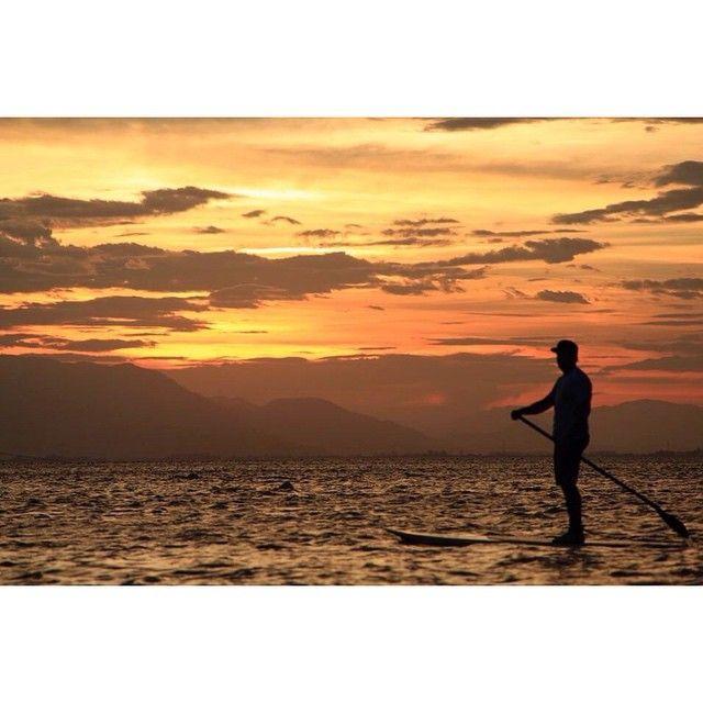 Litoral SC - Passei o reveillon de 2013 em Bombinhas, Mariscal e Porto Belo, em SC. É tudo perto! Em Bombinhas dá para fazer mergulho e a água é bem azul. Em Mariscal, tem a praia de Canto Grande onde dá para fazer Stand up paddle e o pôr do sol é maravilhoso! #mariscal #cantogrande #sc #reveillon
