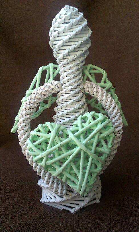 Zelenkavobílý pletený anděl z papírového pedigu